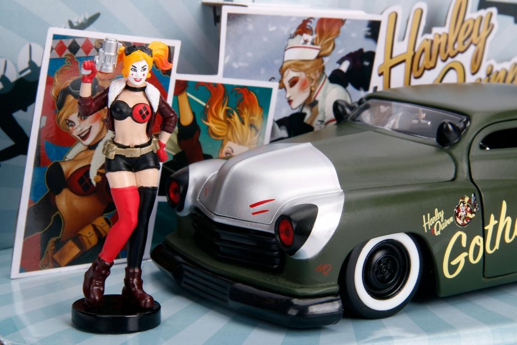 Harley Quinn & 1:24 Mercury (DC) | Metals Die Cast