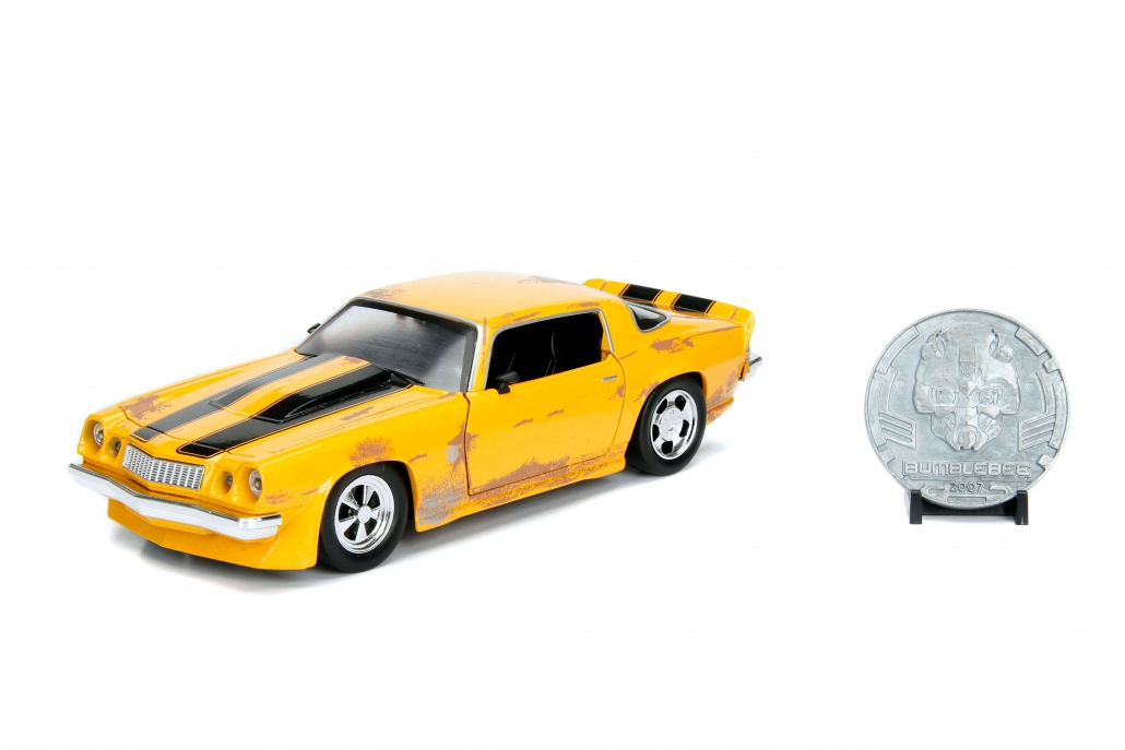 1:24 Bumblebee – 1977 Chevy Camaro w/ Coin (Transformers